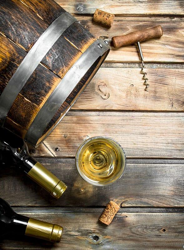 Ali se vino pokvari? Vinski sod, steklenica in vinski kozarci